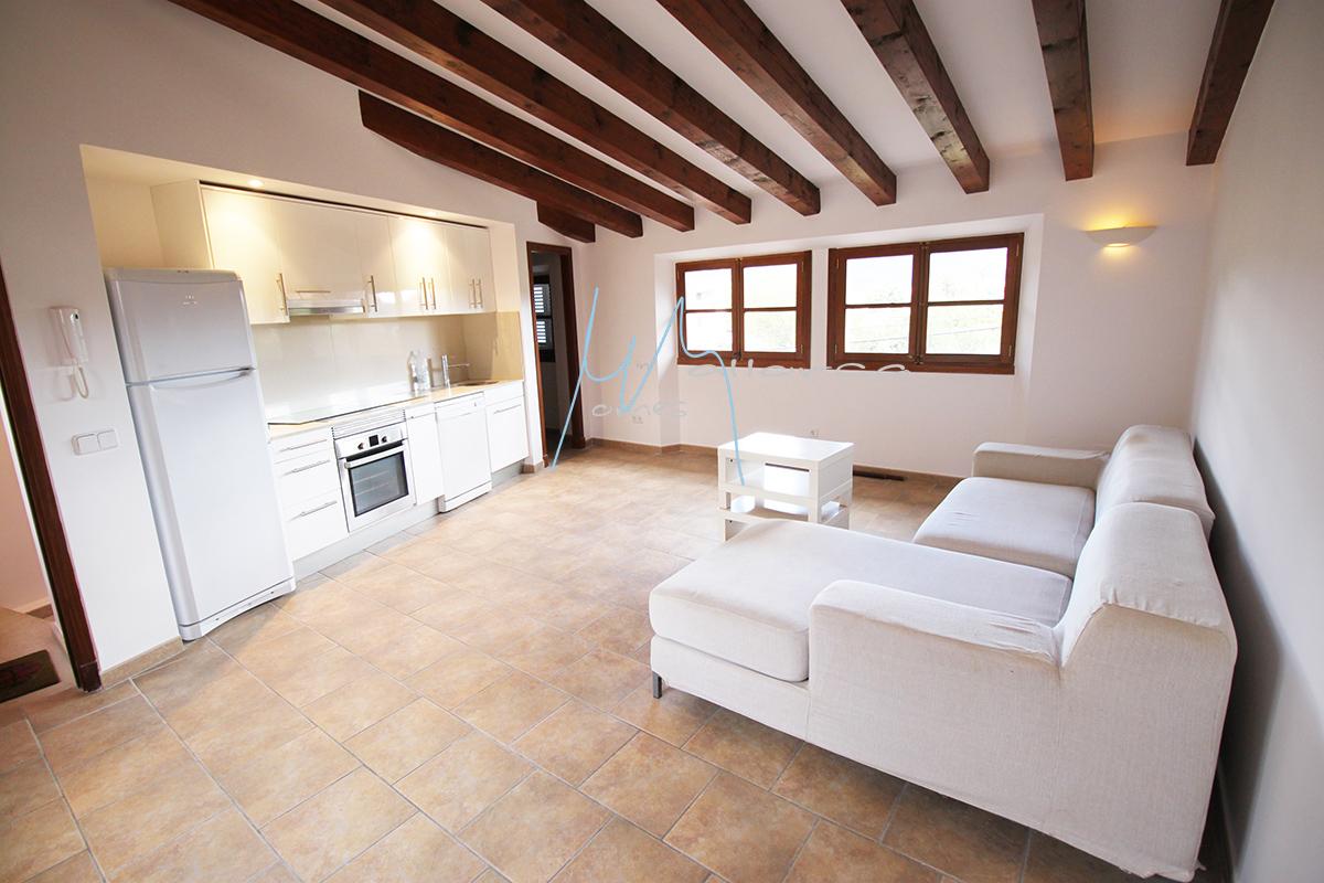 Casa con garaje, grandes sótanos y patio trasero con bonitas vistas