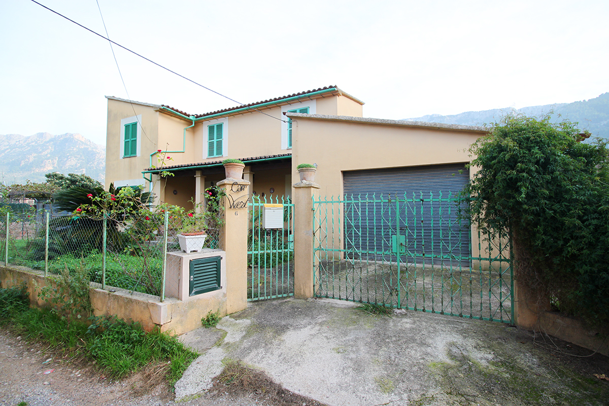 Casa muy soleada, con jardín , huerto y garaje cerca del centro de Soller