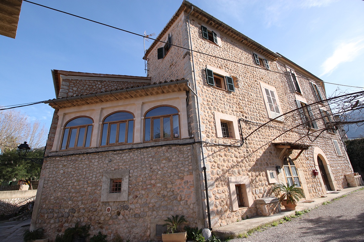 Casa totalmente reformada en zona tranquila y soleada de soller