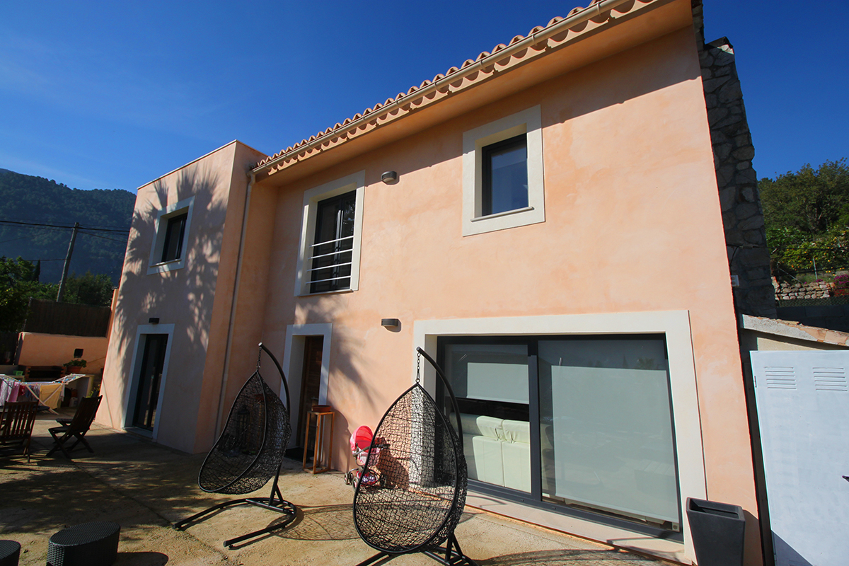 Casa totalmente reformada con terraza, jardin y espectaculares vistas Del Valle de Soller