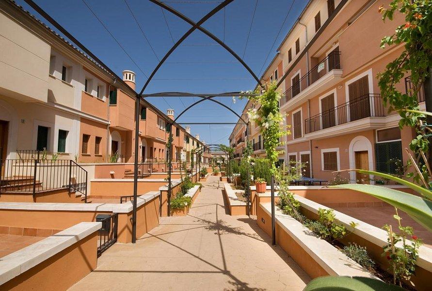 Duplex en Planta Baja con gran terraza en el centro de Soller