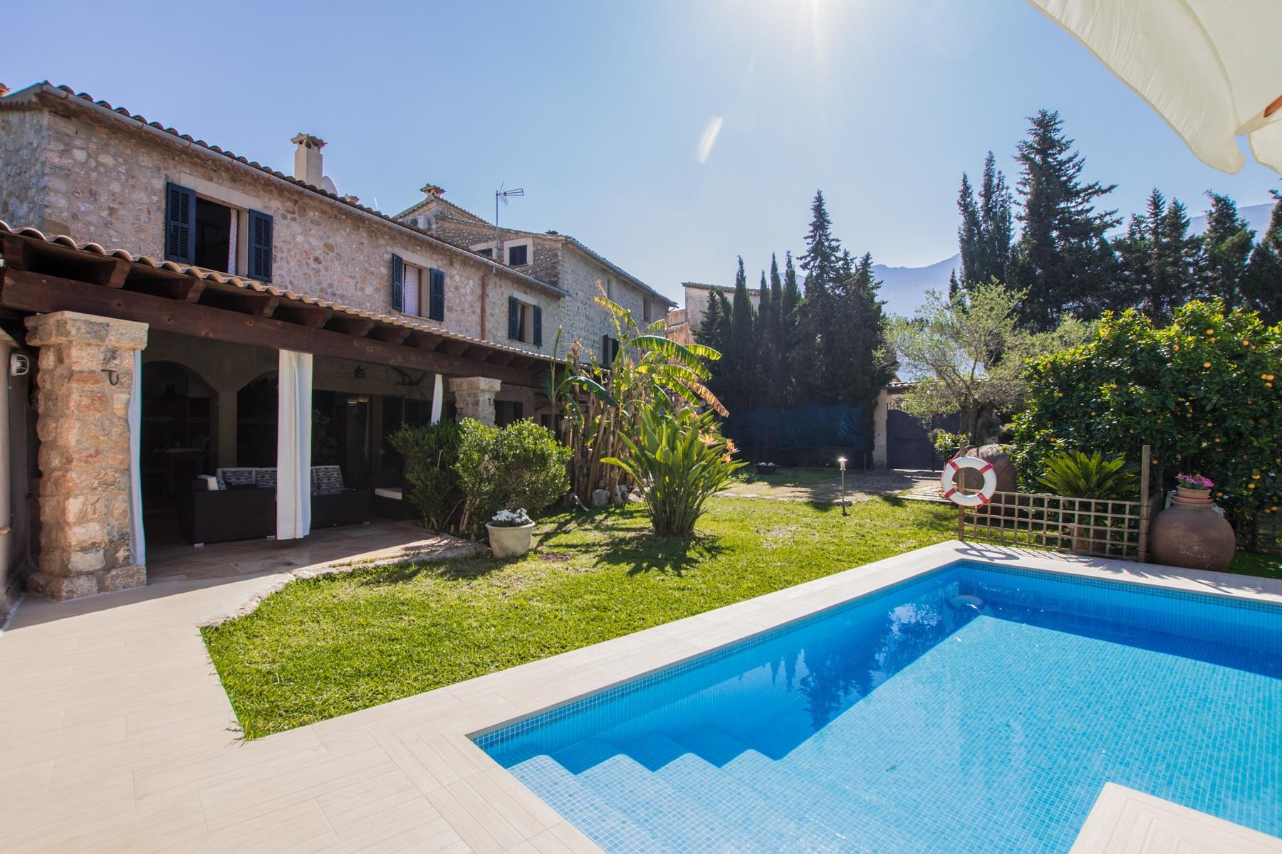Villa con piscina y magnifico jardín en zona soleada de Soller