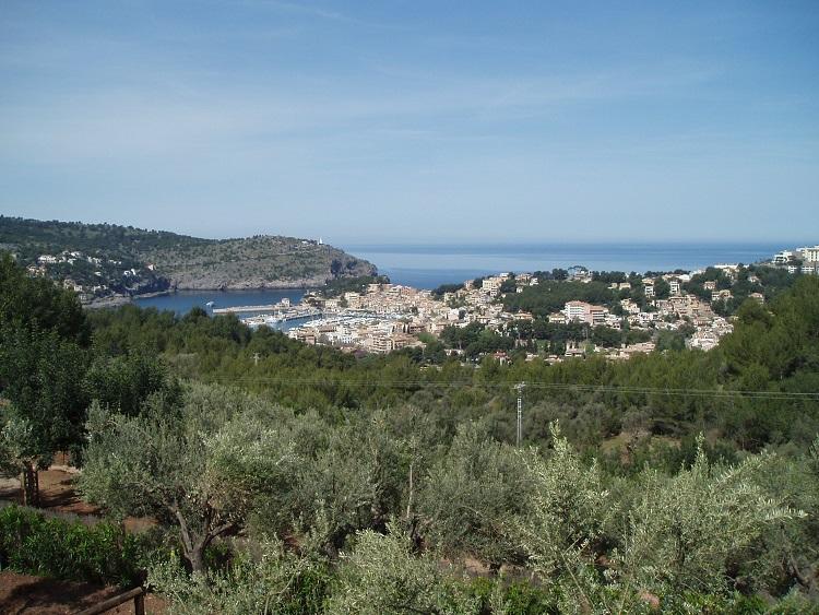 Finca con casita de piedra y bonitas vistas sobre el puerto de Soller
