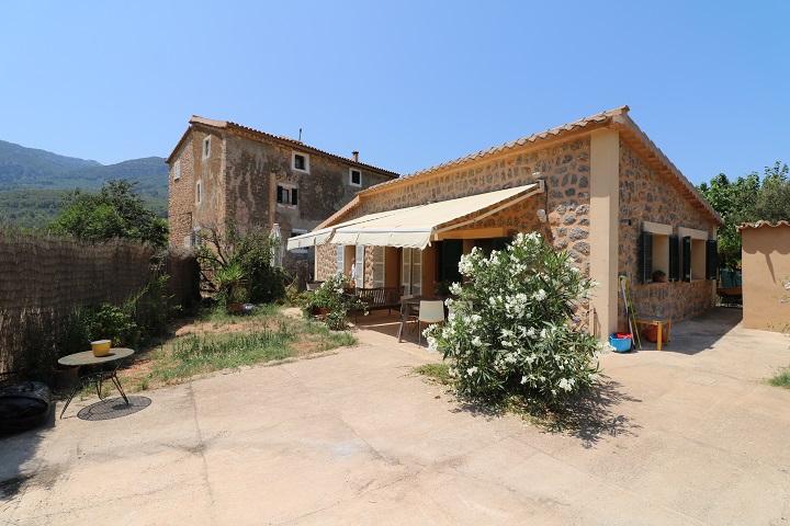 Casa de campo con 2 viviendas en zona soleada y tranquila de Soller