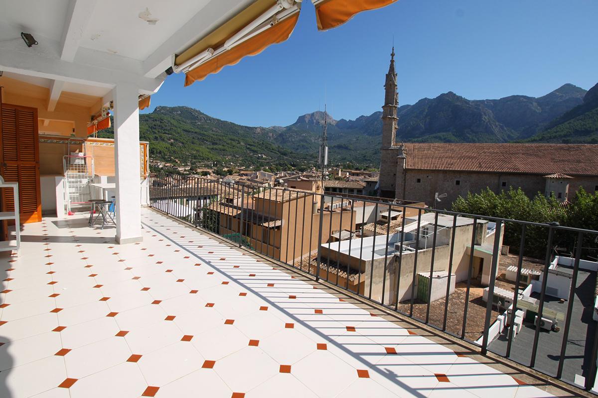 Atico con ascensor e impresionante terraza en pleno centro de Soller