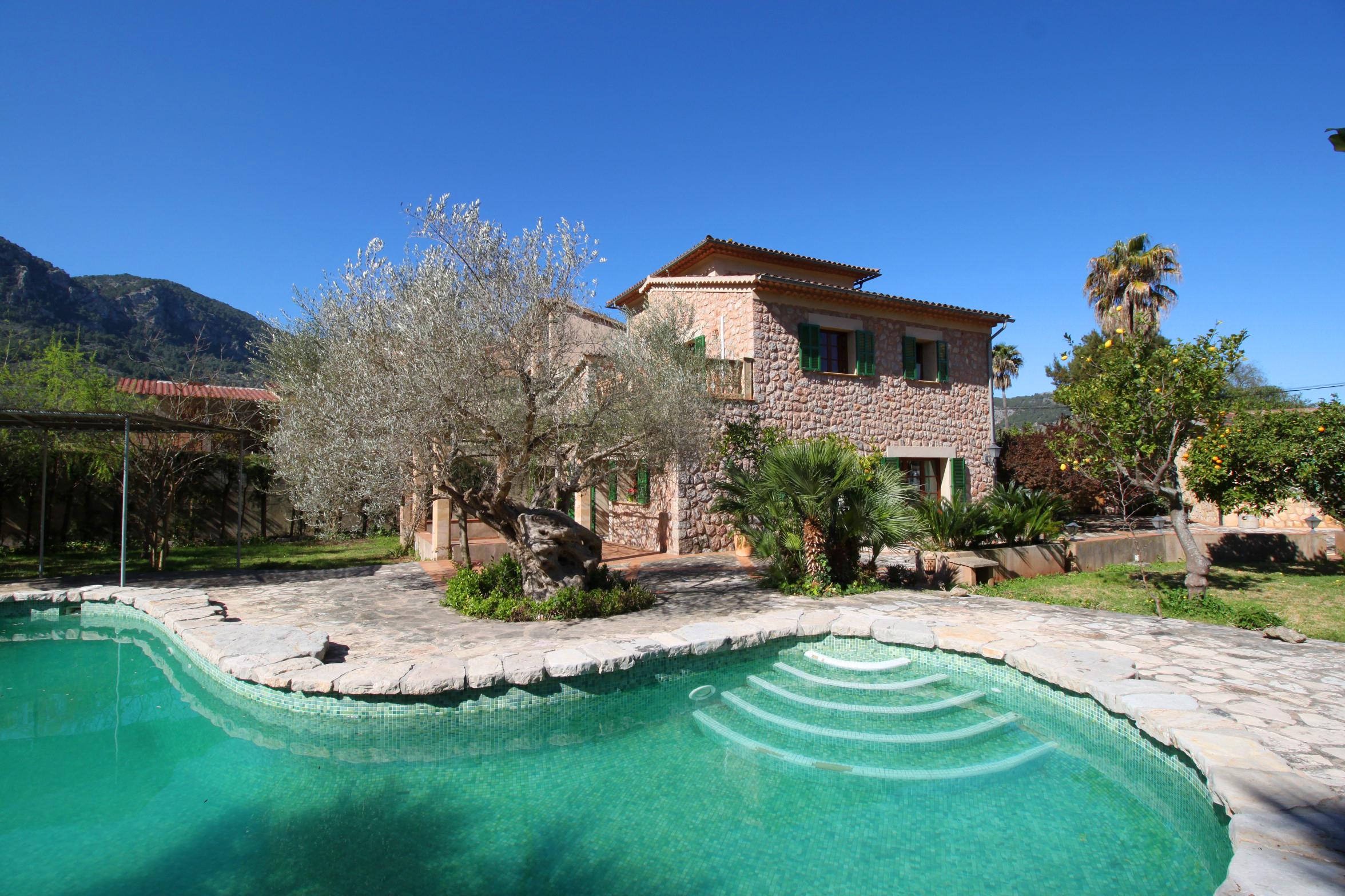Impresionante villa con magnifico jardín y piscina en soller