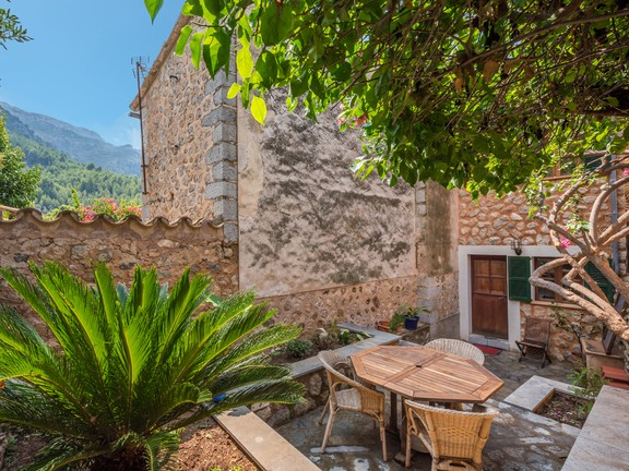 Preciosa Casa De Pueblo Con Jardín Y Terraza Con Licencia De