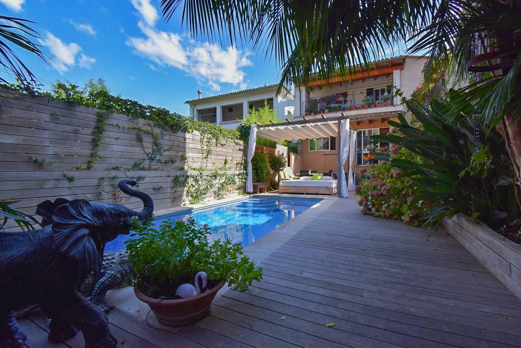Acogedor duplex en planta baja con jardín y piscina en Sóller