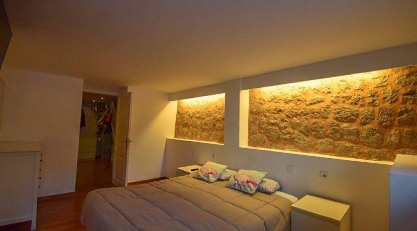 8Main bedroom