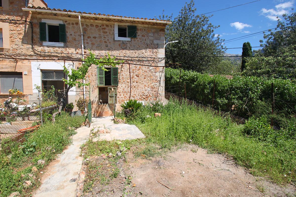 Casa rustica con jardin para reformar en soller