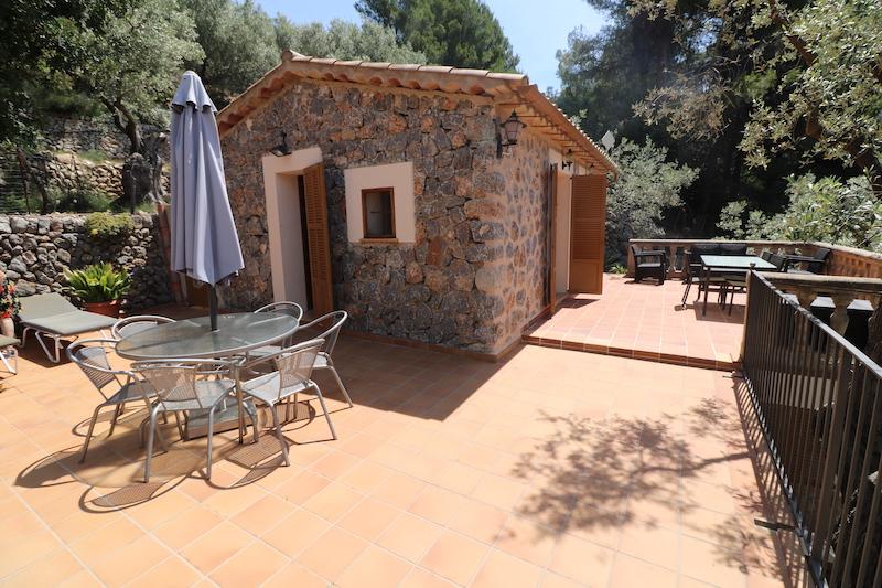 Casa de campo en alquiler con bonita terraza en fornalutx