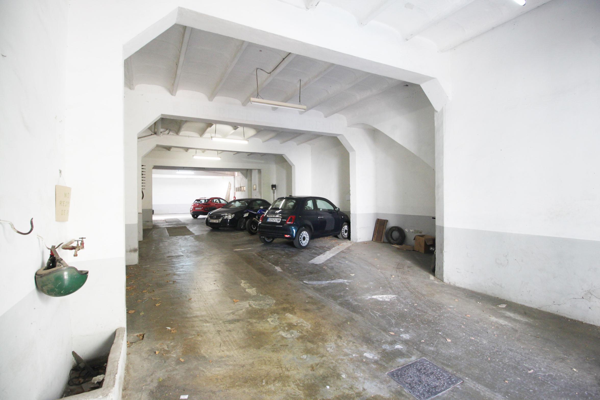 Gran Garaje muy centrico con posibilidad de local comercial
