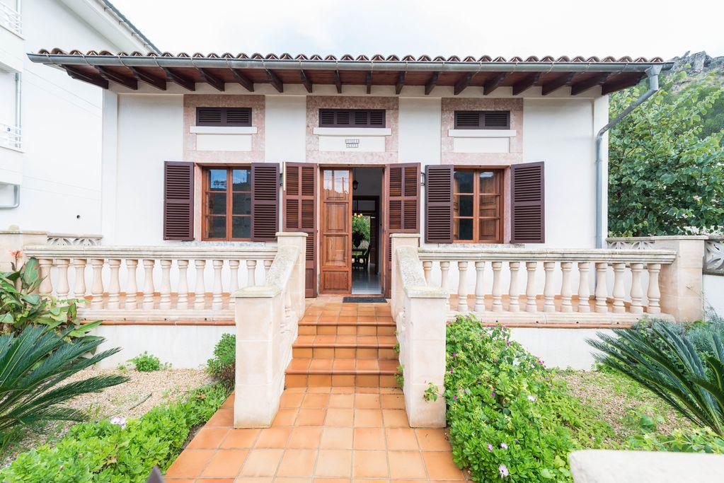 Villa en planta baja con bonito jardin en el Puerto de Soller