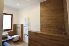 DSC_0007-Bathroom