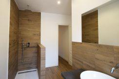 DSC_0009-Bathroom